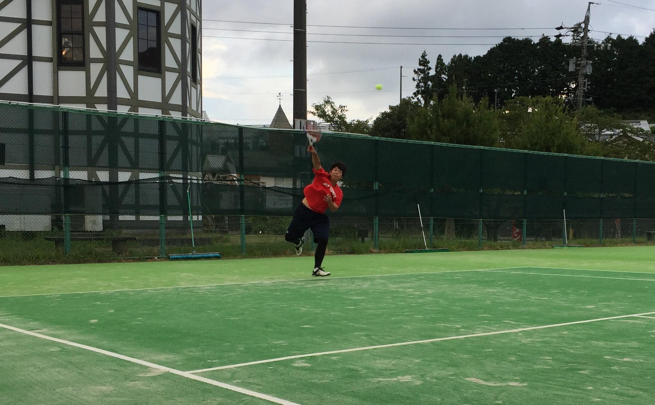 硬式テニス部、金谷高校との練習試合で技術を磨く!