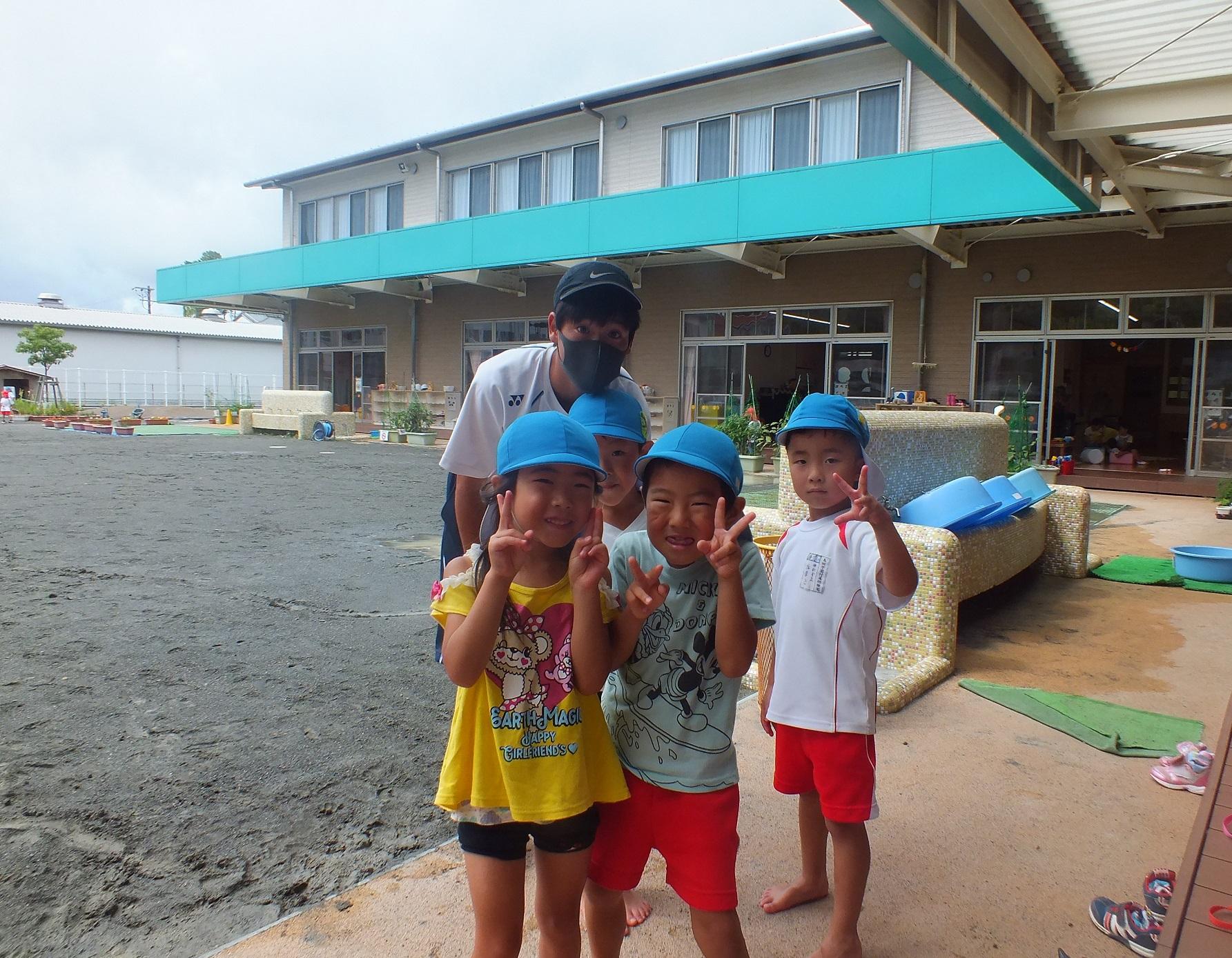 「保育ボランティア」(夏の集中講座③)付属幼稚園児の笑顔に囲まれて!
