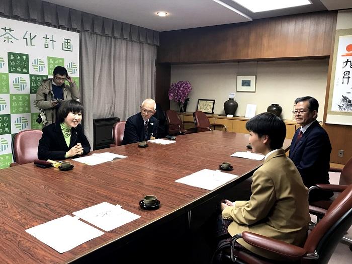 原田さんが島田市長を表敬訪問しました