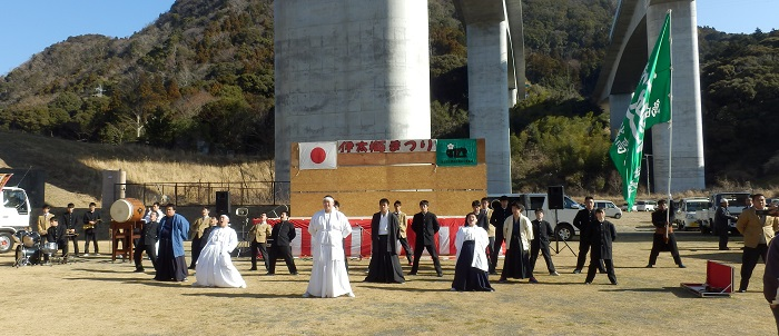 応援委員会 伊太梅祭り応援披露
