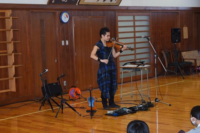 学年企画2年生「式町水晶バイオリンミニコンサート」