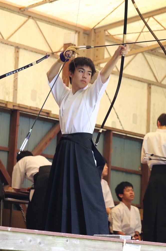 弓道部、1年生が的前練習を始めました!