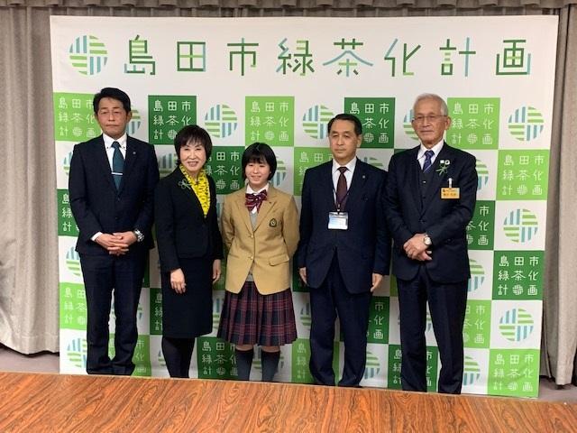 卓球部瀧井さん、全国大会出場を染谷市長に報告!