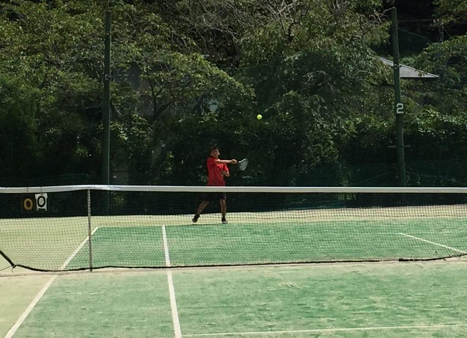 硬式テニス部 夏休みアイオープン高校生大会で粘り強く戦う!