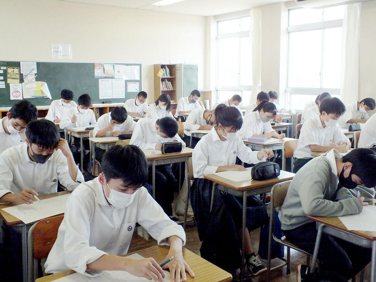 校内漢字テスト第4回実施…真剣に取り組みました!