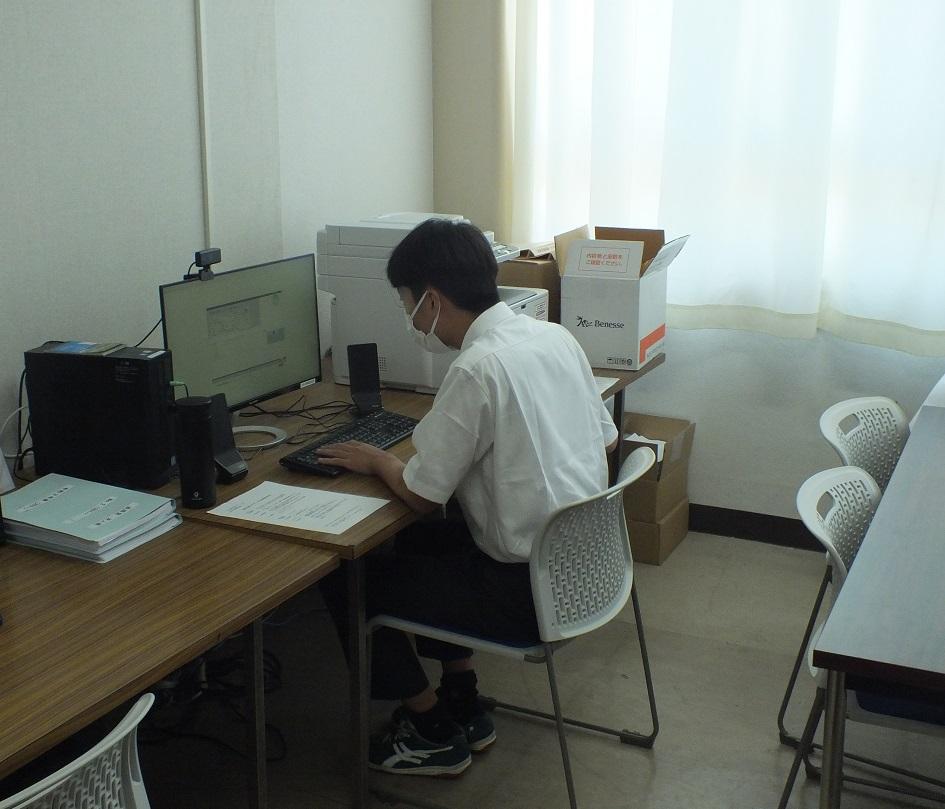 リモートによる入社試験、本校進路室でも実施!